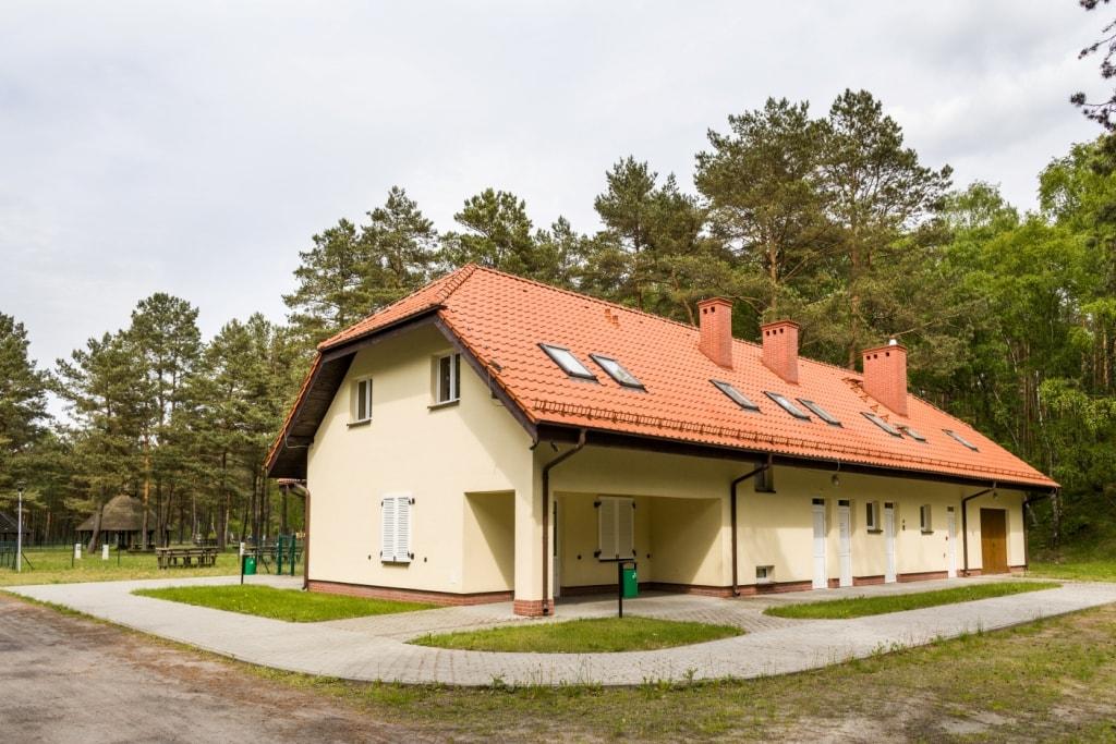 Koczała - sanitariat i recepcja pola namiotowego nad j. Dymno